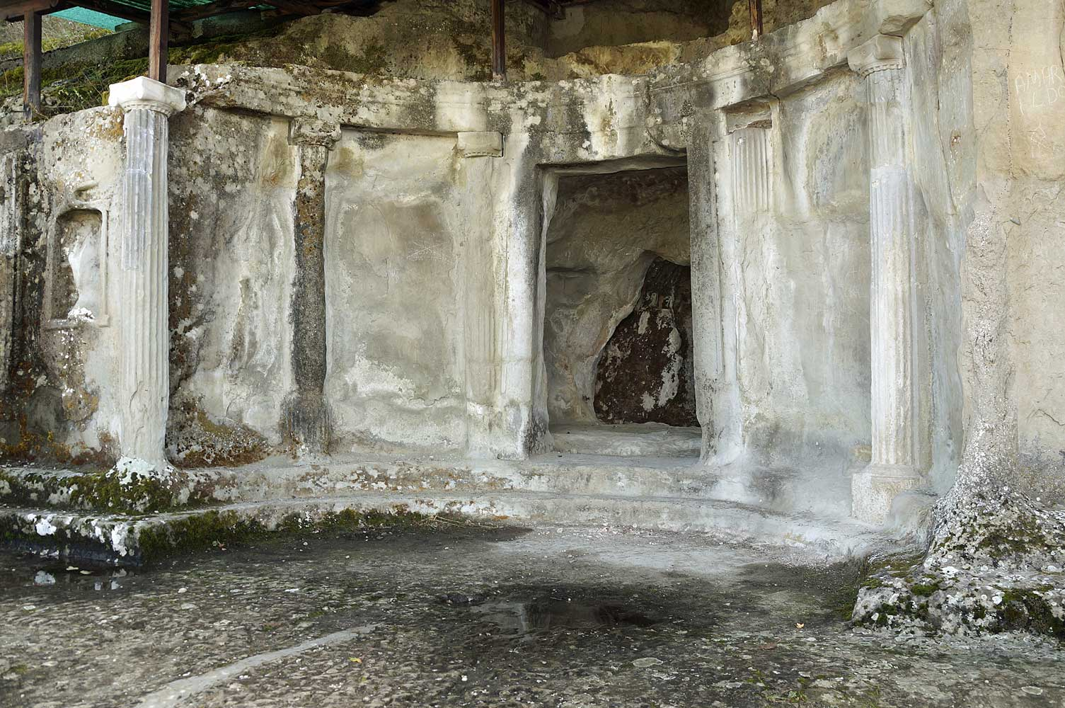 Royal-tombs-of-Selca-e-Poshtme-Pogradec-Albania