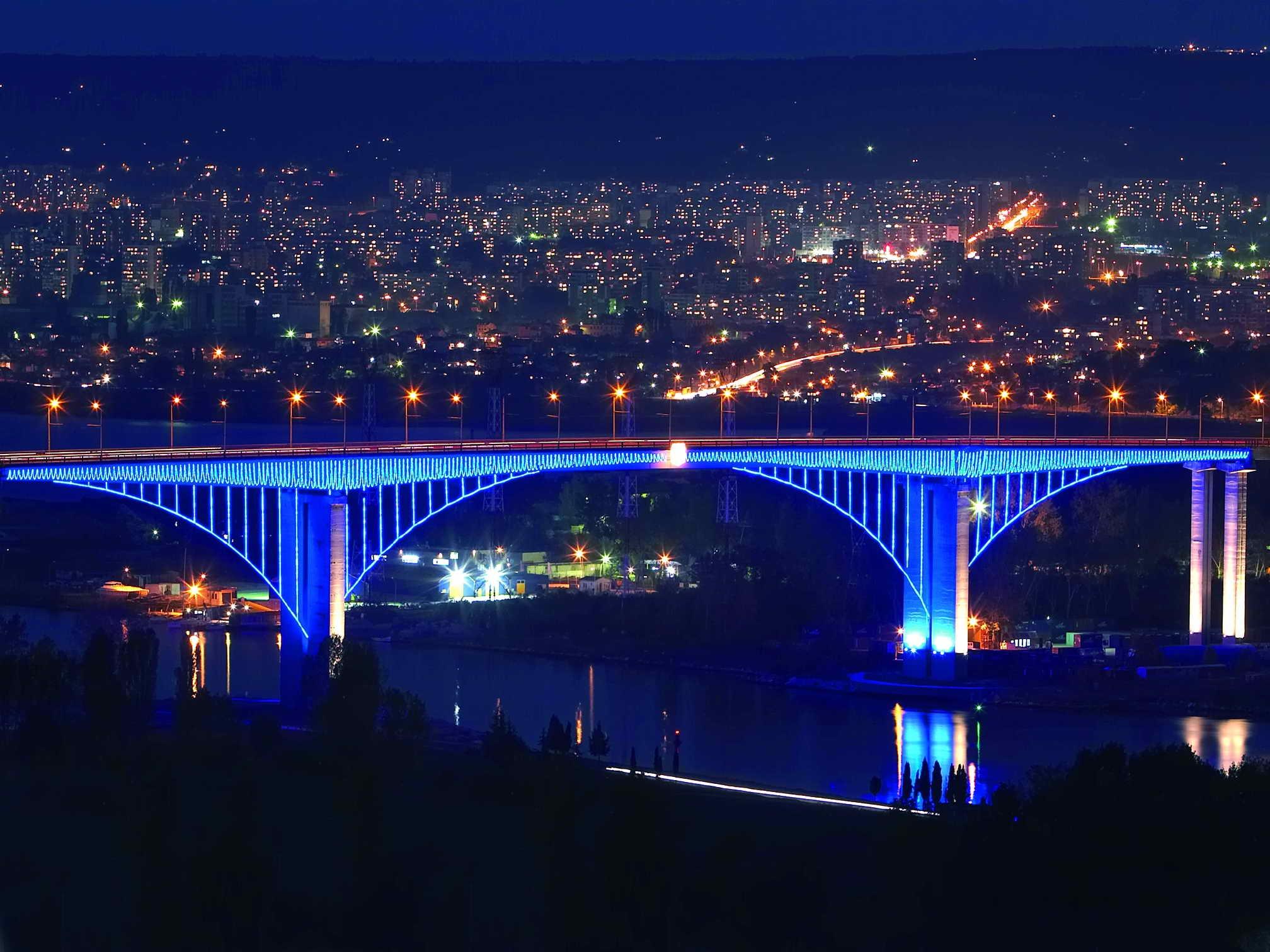 Varna-Bulgaria-at-night